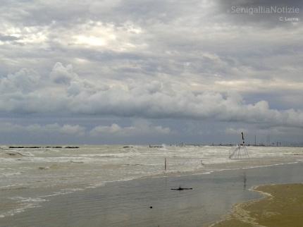 maltempo, vento forte e mareggiate a Senigallia e sulla costa marchigiana