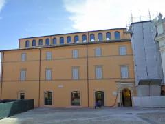 La Biblioteca Comunale Mozzi - Borgetti, in piazza Vittorio Veneto, a Macerata