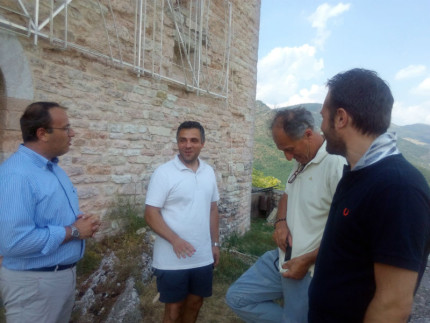Sopralluogo di sindaco e vicesindaco di Camerino, assieme ai responsabili dei lavori, presso Rocca Varano