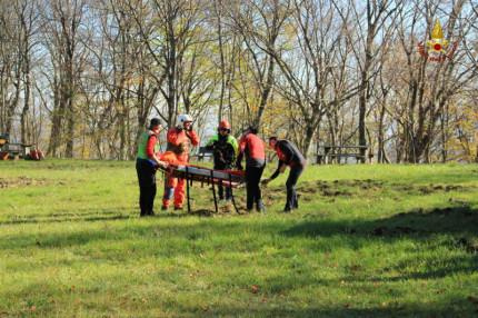 Le operazioni di recupero dell'uomo trovato morto in un canalone a San Liberato di San Ginesio (Macerata)