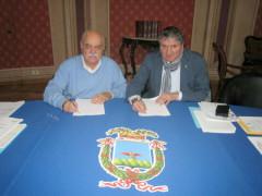 Il presidente della Provincia Pettinari e il sindaco di Tolentino Pezzanesi firmano il protocollo per la stazione unica appaltante