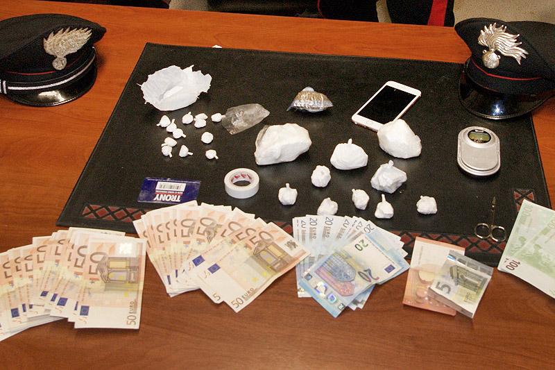 Cocaina in casa e soldi in tasca un arresto a civitanova - Soldi contanti a casa ...