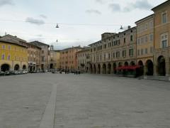 San Severino Marche: piazza del Popolo. Foto di Carlo Leone per MacerataNotizie.it