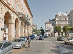 Il municipio di Civitanova Marche e parte della piazza XX Settembre