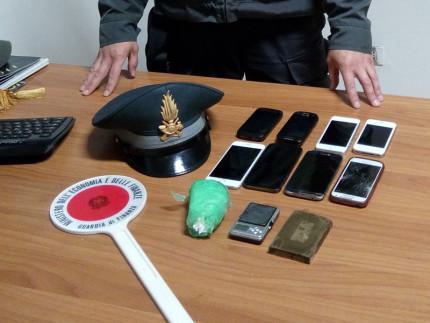 Cocaina, hashish, cellulari e bilancino sequestrati dalla GDF di Civitanova Marche