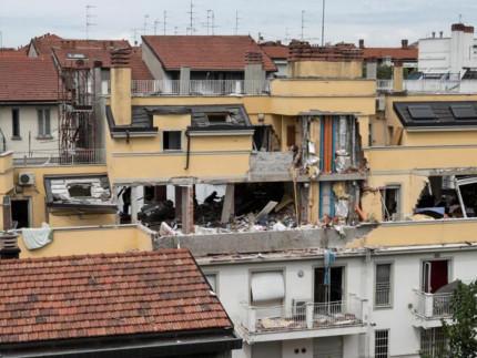 Milano: la palazzina di via Brioschi interessata dall'esplosione di domenica 12 giugno in cui sono morte tre persone