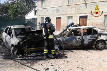 Due auto sono andate a fuoco a Corridonia