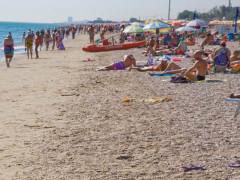 La spiaggia affollata d'estate a Civitanova Marche