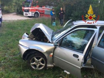 L'automobile dopo l'incidente avvenuto ad Appignano