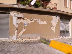 Il terremoto del 26 ottobre 2016 ha danneggiato fortemente innumerevoli strutture a Castelraimondo, un'abitazione in viale Europa