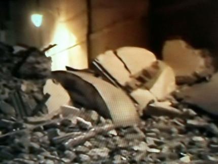 Il crollo a Camerino del campanile di Santa Maria in Via. Altri crolli hanno interessato la chiesa di San Filippo e altri palazzi del centro storico