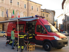 Il presidio dei Vigili del Fuoco in piazza del Popolo a San Severino Marche