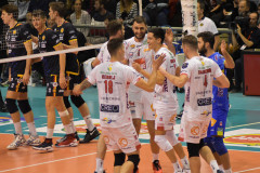L'esultanza dei giocatori della Lube Civitanova per la vittoria contro la Bunge Ravenna
