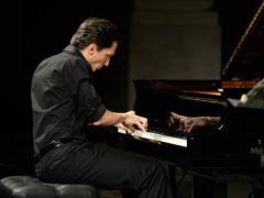 Alexander Romanovsky al pianoforte