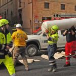 Il recupero delle opere d'arte da parte del gruppo della Protezione Civile per i beni culturali a Caldarola
