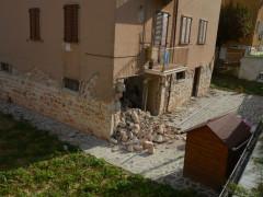 Crollo di un edificio a San Severino Marche per il terremoto