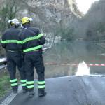 L'allagamento a Visso della strada provinciale 209 Valnerina provocato dalla deviazione del fiume Nera per la frana dovuta al terremoto del 30 ottobre 2016