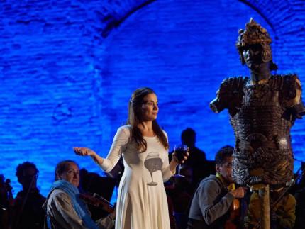 Spettacolo all'Infiorata del Macerata Opera Festival