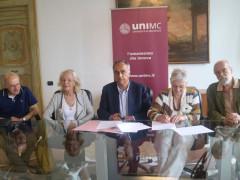 La sottoscrizione dell'accordo tra Unimc e la tipolitografia Bellabarba