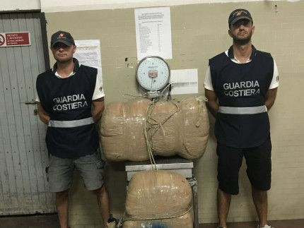 Ritrovamento di altri 81 chili di marijuana sulla costa di Civitanova Marche