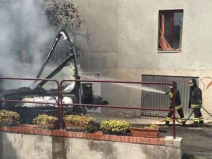 Camper in fiamme a Tolentino