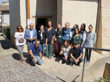 """Presentazione progetto """"Atterrati"""" a Macerata"""