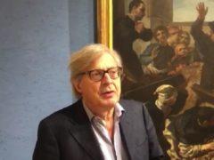 Vittorio Sgarbi alla mostra d'arte a Matelica