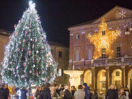 Piazza Mattei a Matelica nel periodo natalizio