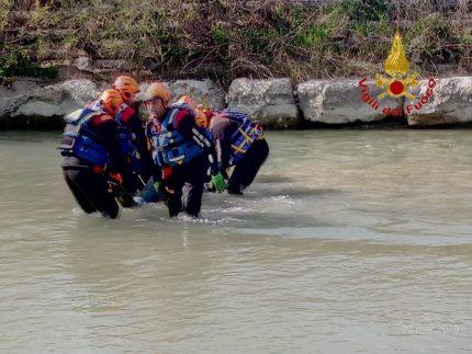 Cadavere ripescato dal fiume Potenza a Potenza Picena