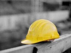 Caschetto, operaio, infortunio sul lavoro