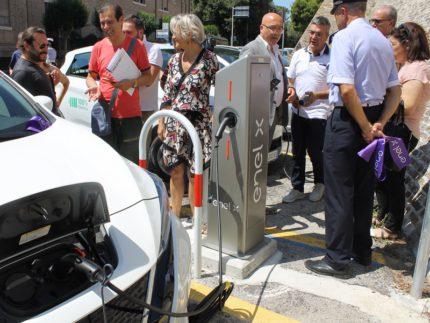 Inaugurazione a Macerata di una nuova colonnina per auto elettriche