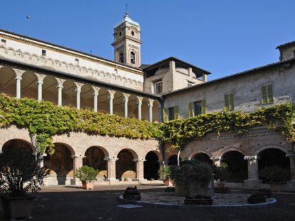 Chiostro della Basilica di San Nicola a Tolentino