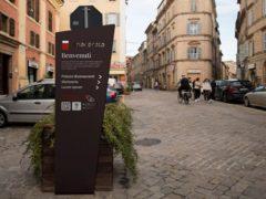 Nuova segnaletica smart a Macerata