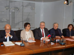 Ceriscioli con assessori della Giunta della Regione Marche in conferenza stampa