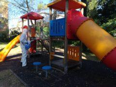 Sanificazione dei giochi per bambini