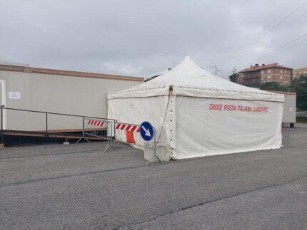 Tenda pre-vaccinazioni installata a Camerino