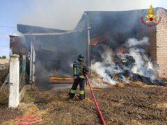 Incendio di un capanno agricolo a Treia